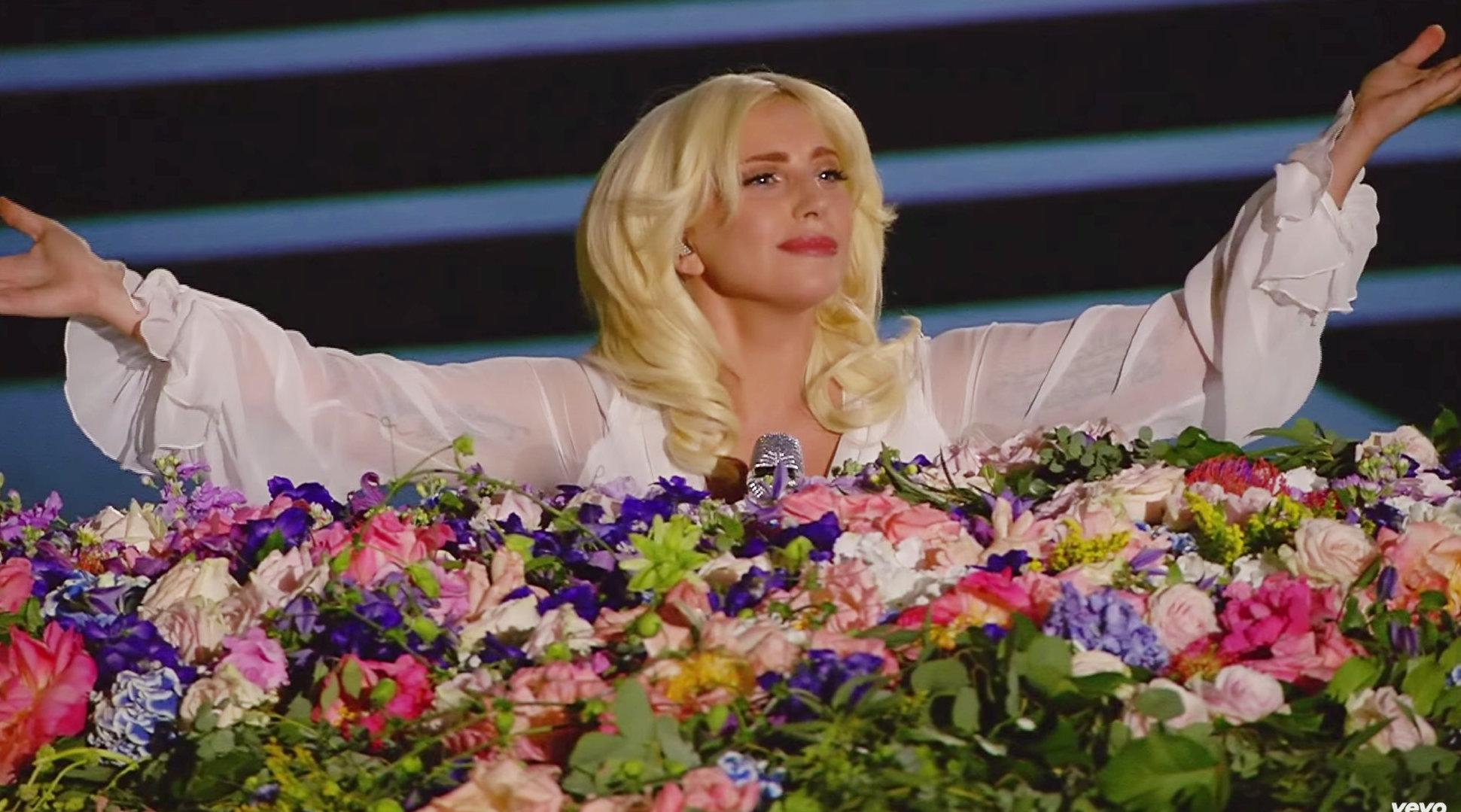 Lady Gaga翻唱约翰·列侬经典之作《Imagine》