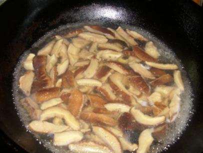 油菜炒香菇,顺序别搞错了!学会这种正确做法,好吃又下饭