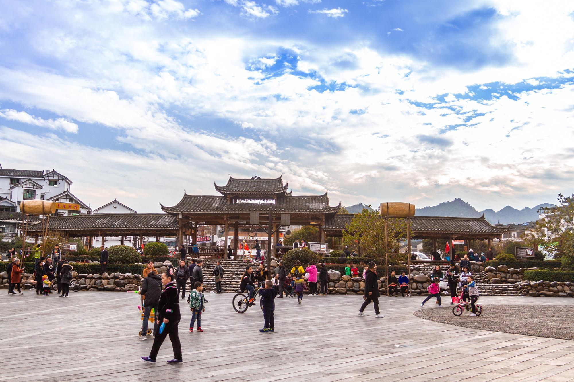 贵州雷山有三个苗寨 其中一个是世界上最大的苗寨 你去过那里吗?