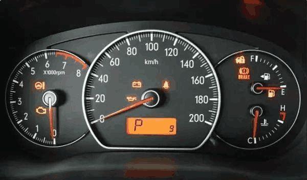 仪表盘上的速度并非实际车速,难怪超速收不到罚单,正确车速看它