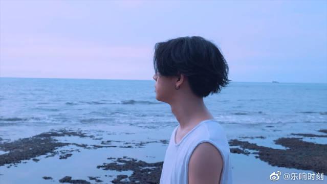 杨宇腾《水蓝色情人》,细数生命中的浪漫片段……