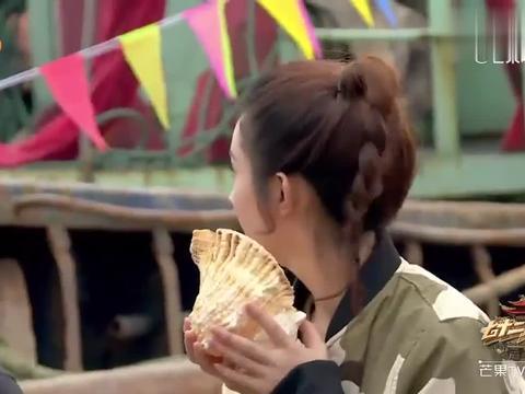 吴亦凡乱闯被赵丽颖挖坑,结果唱了一首《老鼠爱大米》,超甜蜜!