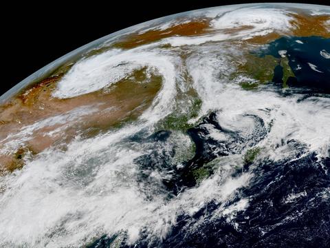 """太空可见!东北再度被""""双台风""""夹击?分析:其实是温带台风"""