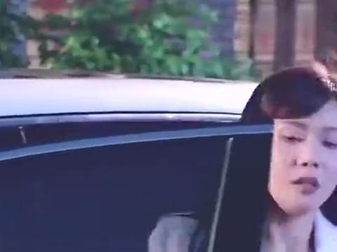 穷小子在加班,女总裁刚想转身离开就被他拉手,真是个情场高手!