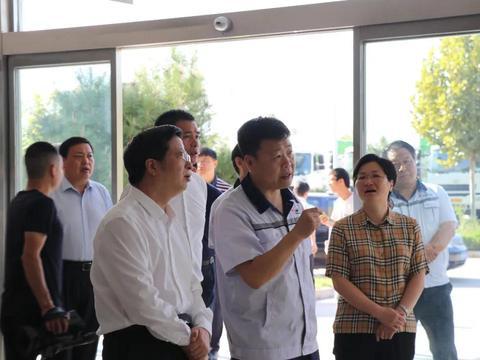 邢台市市委书记钱三雄、海盐县县委书记一行到长征汽车参观考察