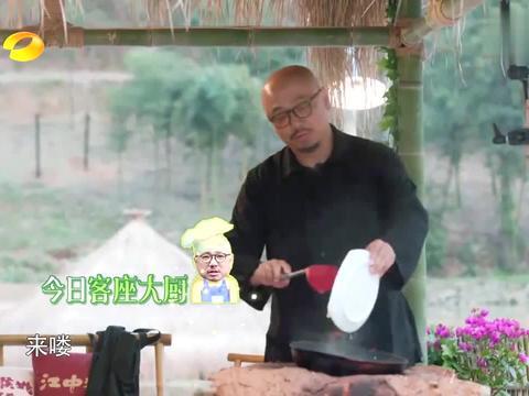 徐峥大秀厨艺,油焖笋让黄磊看了都眼馋,直言:接班人就他了