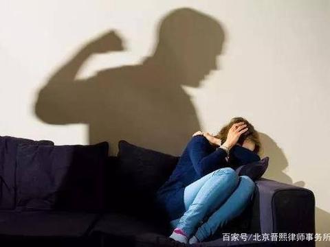 在法律上家庭暴力如何认定?具有哪些权利