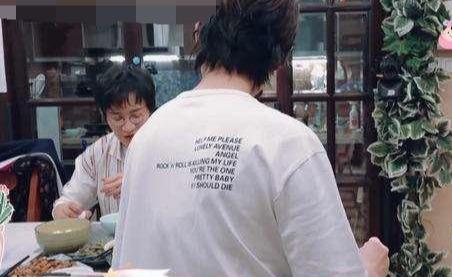 """奥运冠军刘璇""""铁血育儿"""":饭菜不放盐零食不让吃,网友:心疼娃"""