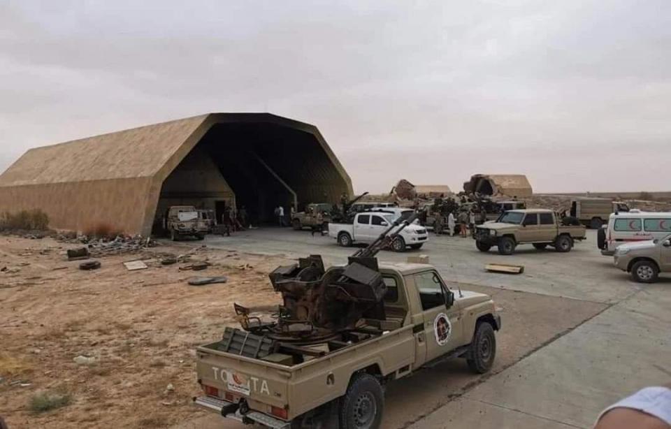 废弃40年军火库被找到!上百枚导弹架起就能打 60辆坦克塞满洞库