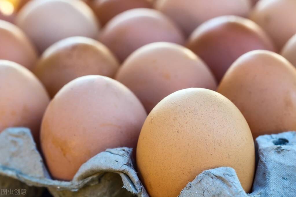 碰到这4种鸡蛋,再便宜也不要买,不新鲜浪费钱,商贩自己都不吃
