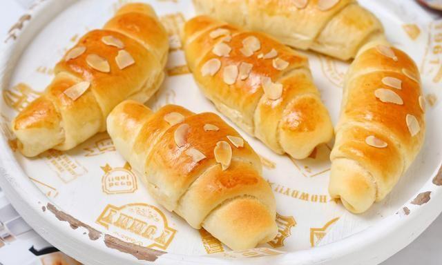 甜面包吃腻了不妨换个口味,加入蛋黄酱咸香诱人,孩子连吃好几个