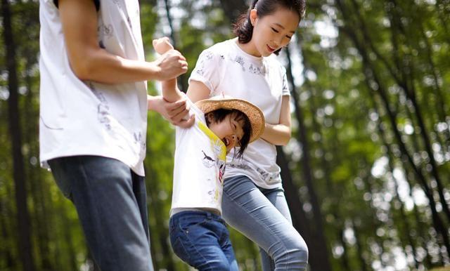 """心理学分析""""容器型家长"""",帮助0~3岁的娃化成长危机变转机"""
