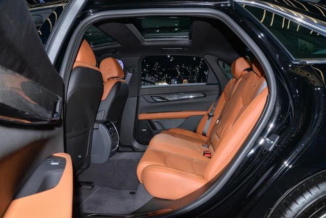 尴尬的CT6,坐拥D级车身材,却和C级抢市场,还仅卖B级售价
