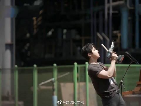 继工地版《believer》后, 又弹双琴《Faded》,天才刘宪华!