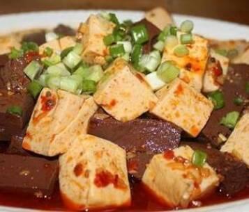 秋季美食:鸭血豆腐、干锅排骨、蒜蓉蒸虾、凉拌牛肚