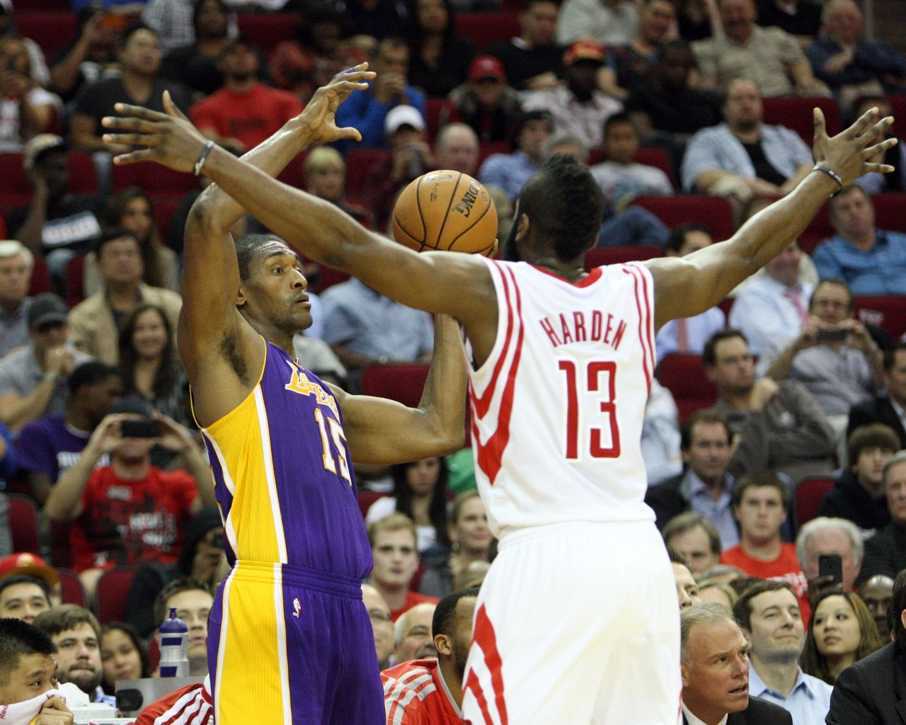 NBA季后赛已经开启第35天左右,其中湖人名宿慈世平公开力挺