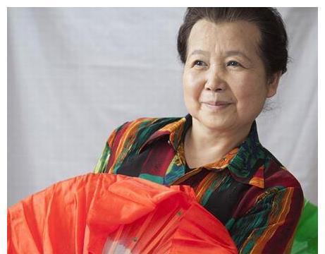 因演胖菊子走红,和丈夫恩爱51年,李文玲76岁过成这样