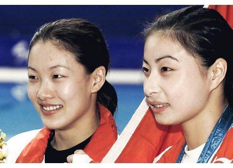 跳水皇后伏明霞嫁大26岁丈夫,6年生3个孩子,现状发福明显