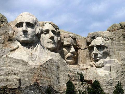 罗斯福带领美国人赢了二战,如此伟大,为何没资格上总统山