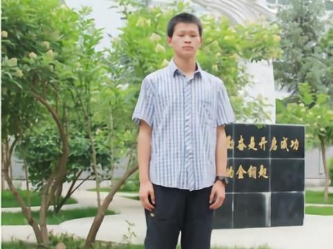 他是甘肃高考状元,考上西安交大居然不去,复读一年中了状元