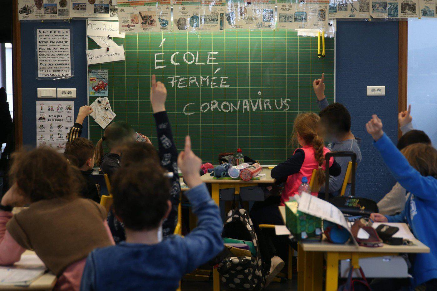 法国因疫情关闭学校和班机数量再增长