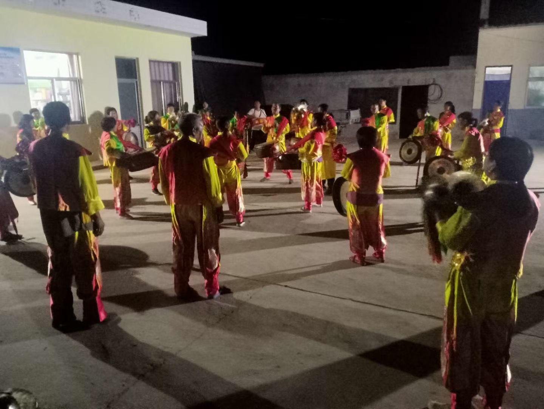 """""""备战""""丰收节巡演 山西万荣县有一支用麻绳敲鼓的演奏队图片"""