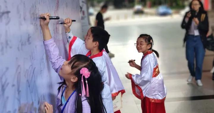 给你一个弥补遗憾的机会!今年《中国诗词大会》云南赛区开始报名了