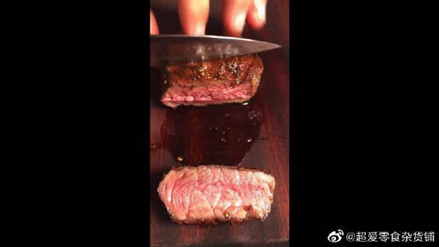 这才是正儿八经的高等牛排,切开还在流血水……