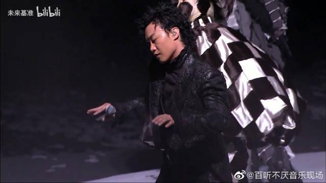 陈奕迅《不良嗜好》现场,抽烟和饮茶喝咖啡不同……