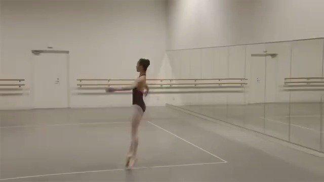 把芭蕾舞演员的舞蹈变成线性轨迹 好神奇,真的太惊艳了!!!