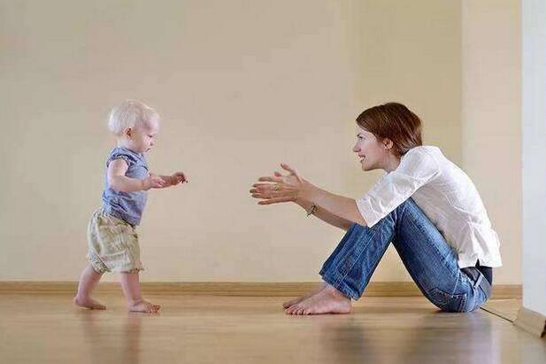 愉悦宝贝育儿,宝宝学走路的时候需要注意哪些方面?