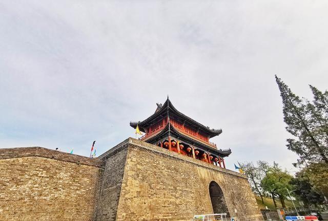 荆州夜景最迷人的地方有2000多年的历史了