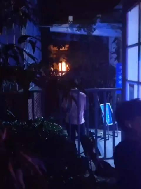 有 同学投稿:中原工学院南校区宿舍七号楼起火,起火原因不明……