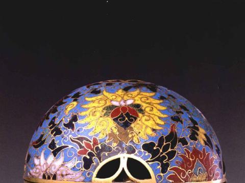 故宫收藏珍宝,元代三款掐丝珐琅缠枝莲纹器,色泽稳重,纹饰流畅