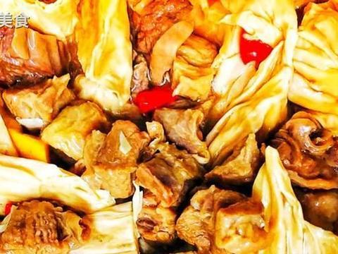 """""""腐竹+牛腩""""是绝配!简单一焖做出客家人最爱,鲜滑肉酥吃不厌"""