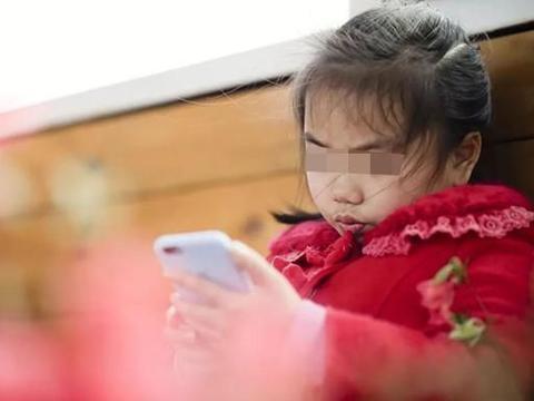 孩子突然患上抽动症,看完医生才知道原因,竟是沉迷手机惹的祸?