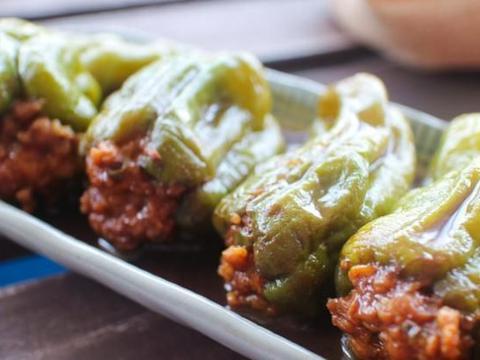 为啥餐馆中的青椒酿肉这么好吃?调味汁有讲究,美味又实用,真香
