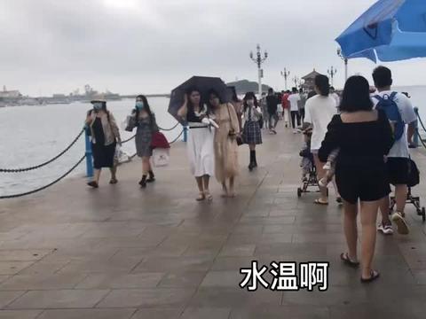 打卡青岛网红旅游地栈桥回廊阁青岛