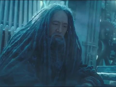 判官话太多,同伴一直暗示他,不料被大王冻成冰