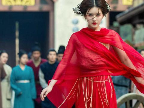 当角色被上升到演员,粉丝连肖战WIFI,杨玏被送鱼,她关闭评论
