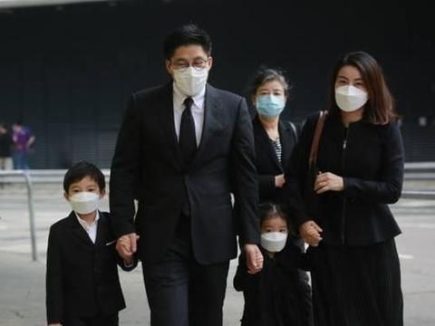 香港富商刘銮雄出席霍家葬礼,容貌憔悴,还遇到前女友李嘉欣