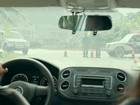 边境毒战:男子带货过边境被查,为了保护女子两人竟装作不熟!