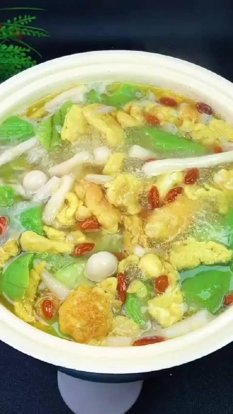 酷暑难耐天气闷热,来一碗丝瓜鸡蛋汤,清热去火喜欢的可以试试