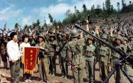 我军19岁的一等功臣有多坚强?越军如此进攻都无法阻止他战斗