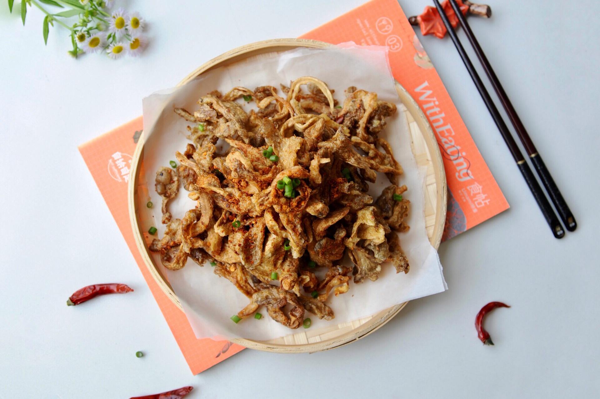 平菇炸一炸既是零食也是菜,薯片的口感,肉的滋味