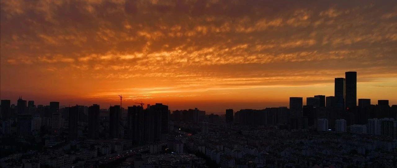 青岛天空傍晚的火烧云,你看到了吗?