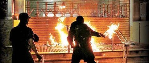 晚报 香港曝多起轻判暴徒事件、鲍毓明涉性侵养女案不成立、乌干达217名囚犯裸奔越狱......