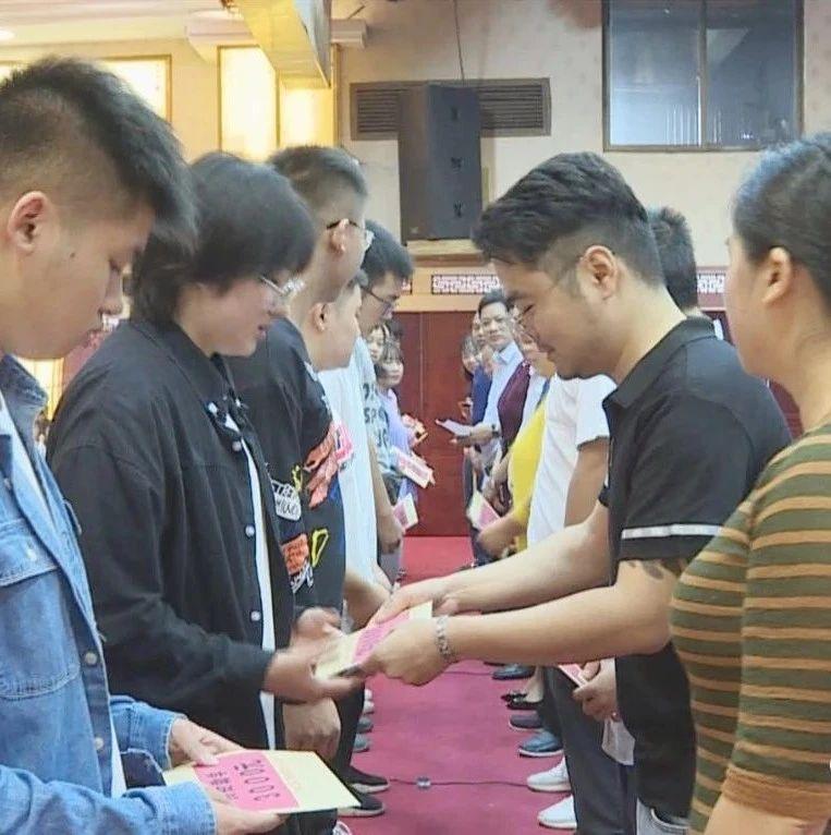 快看丨冷水江市工商联举行八届五次执委会议暨扶贫助学仪式