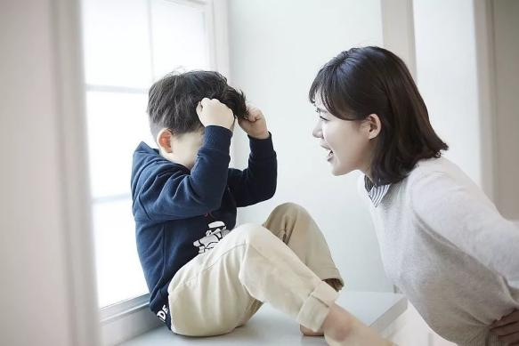 孩子一发脾气,绝大多数妈妈第一句话就回应错了,早知早改正!