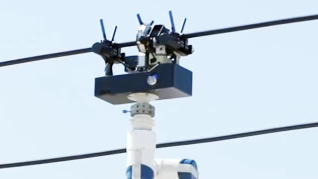 智能电网机器人上岗 独立进行带电作业!